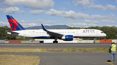 A picture of N6700 - Boeing 757232 - Delta Air Lines - © Hansen Gt