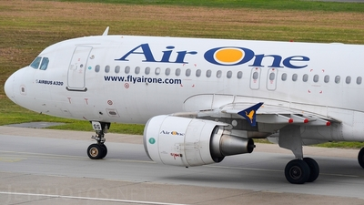 EI-DSS - Airbus A320-216 - Air One