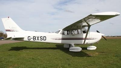 A picture of GBXSD - Cessna 172R Skyhawk - [17280310] - © Ian Johnson