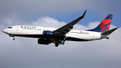 A picture of N382DA - Boeing 737832 - Delta Air Lines - © Len Schwartz