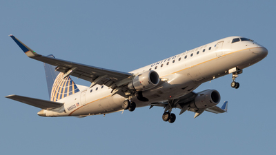 A picture of N88325 - Embraer E175LR - United Airlines - ©  David Torres Kelly