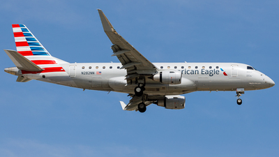 A picture of N282NN - Embraer E175LR - American Airlines - © Martin Pinnau
