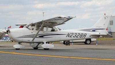 A picture of N2328R - Cessna 172S Skyhawk SP - [172S9989] - © Kaz T