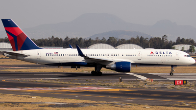 A picture of N6714Q - Boeing 757232 - Delta Air Lines - © Iván Cabrero