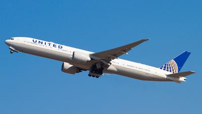 N2747U - Boeing 777-322ER - United Airlines