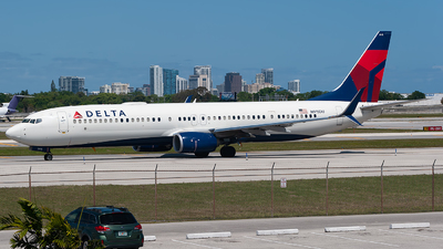 A picture of N915DU - Boeing 737932(ER) - Delta Air Lines - © Mark Lawrence