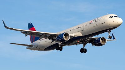 A picture of N313DN - Airbus A321211 - Delta Air Lines - © Wes Loeffler