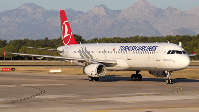 A picture of TCJSA - Airbus A321231 - Turkish Airlines - © Alberto Cucini