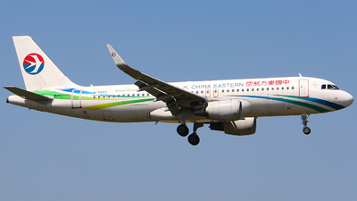 A picture of B9943 - Airbus A320214 - China Eastern Airlines - © Li Ruixiang