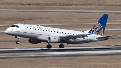 A picture of N82333 - Embraer E175LR - United Airlines - © Yixin Chen