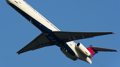 A picture of N976DL - McDonnell Douglas MD88 - [53257] - © Wes B
