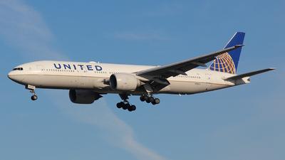 N78013 - Boeing 777-224(ER) - United Airlines