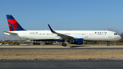 A picture of N104DN - Airbus A321211 - Delta Air Lines - © Carlos Barcelo