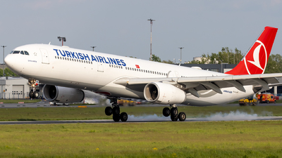 A picture of TCJNK - Airbus A330343 - Turkish Airlines - © Grzesiek Krupa