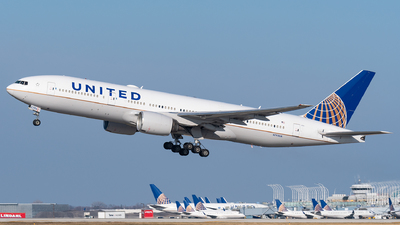 A picture of N792UA - Boeing 777222(ER) - United Airlines - © bill wang