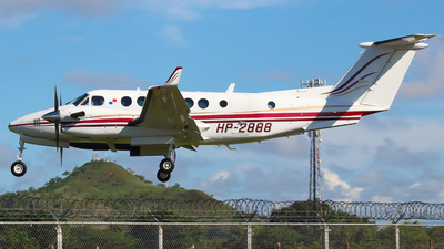 HP-2888 - Beechcraft B300 King Air 350 - Private