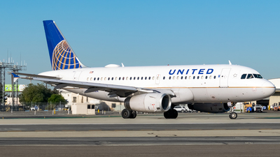 A picture of N821UA - Airbus A319131 - United Airlines - © Ricky Teteris
