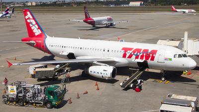 PR-MAG - Airbus A320-232 - TAM Linhas Aéreas
