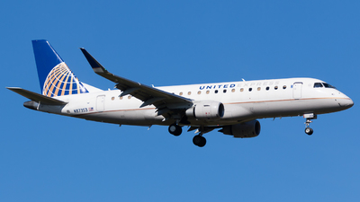 A picture of N87353 - Embraer E175LR - United Airlines - © Martin Rogosz