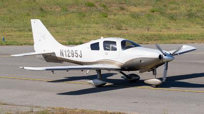 A picture of N1295J - Cessna 400 Corvalis TT - [41641] - © Eric Verplanken