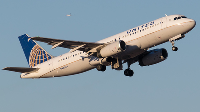 N402UA - Airbus A320-232 - United Airlines