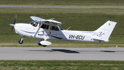 VH-ECU - Cessna 172S Skyhawk SP - Private