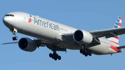 N718AN - Boeing 777-323ER - American Airlines