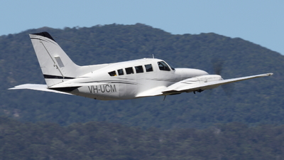 VH-UCM - Cessna 402C - Townsville Airlines