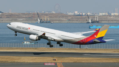 A picture of HL7793 - Airbus A330323 - Asiana Airlines - © TRAVAIR
