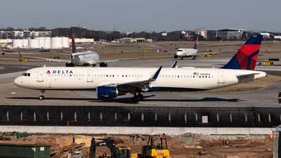 A picture of N333DX - Airbus A321211 - Delta Air Lines - © JinZi