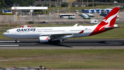 A picture of VHEBJ - Airbus A330202 - Qantas - © Haozhe Peng