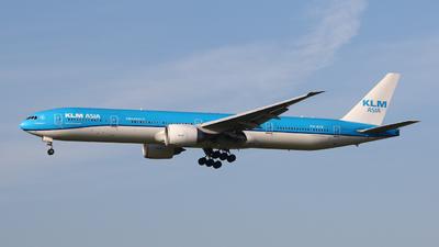 A picture of PHBVB - Boeing 777306(ER) - KLM - © Mark de Bruijn