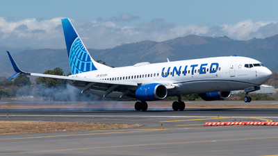 N37290 - Boeing 737-824 - United Airlines