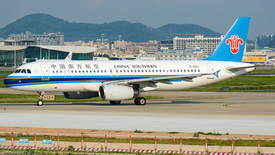 A picture of B9913 - Airbus A320232 - China Southern Airlines - © Charlie