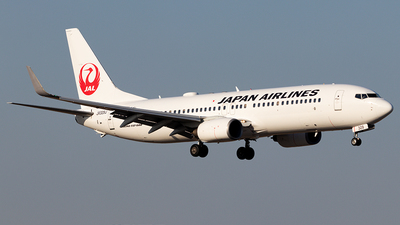 A picture of JA329J - Boeing 737846 - Japan Airlines - © Yukio023