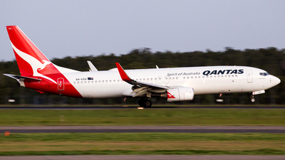 A picture of VHVXH - Boeing 737838 - Qantas - © Peter Reading