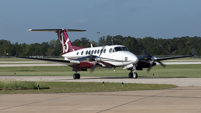 A picture of N113GE - Beech 300 Super King Air 350 - [FL103] - © Yixin Chen