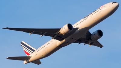 F-GZNR - Boeing 777-328ER - Air France