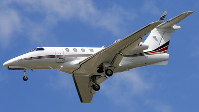 A picture of N418QS - Embraer Phenom 300 - NetJets - © Roger M
