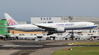 A picture of B18006 - Boeing 777309(ER) - China Airlines - © mobfeng