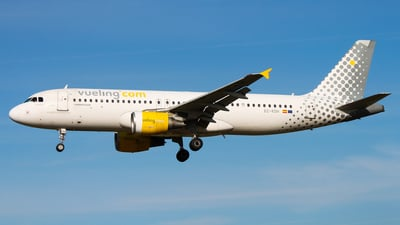 EC-KDH - Airbus A320-214 - Vueling Airlines