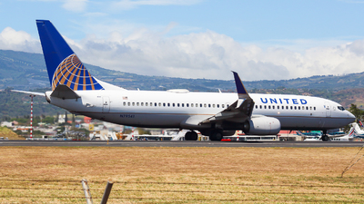 A picture of N79541 - Boeing 737824 - United Airlines - © Alexis Navarro
