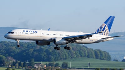 N17128 - Boeing 757-224 - United Airlines