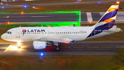 A picture of PRMYM - Airbus A319112 - LATAM Airlines - © Lucas Gabardo