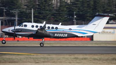 N4982R - Beechcraft B300 King Air 350 - Private
