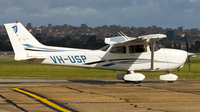 VH-USP - Cessna 172S Skyhawk SP - University of South Australia