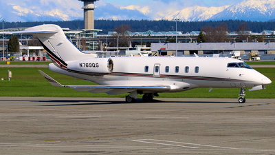 A picture of N769QS - Bombardier Challenger 350 - NetJets - © Thomas Winklhofer