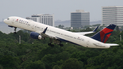 N695DL - Boeing 757-232 - Delta Air Lines