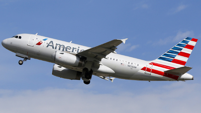 A picture of N828AW - Airbus A319132 - American Airlines - © Alec Mollenhauer