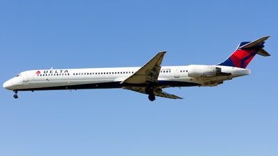 N915DN - McDonnell Douglas MD-90-30 - Delta Air Lines